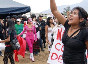Siguen presos los defensores de animales, que protestaron ante histórica corrida de toros