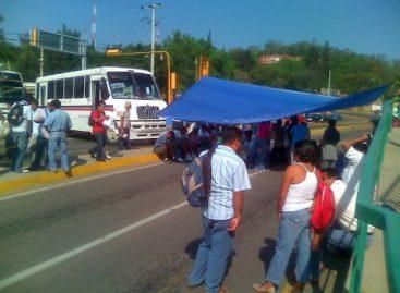 Estudiantes normalistas desquician la ciudad realizando diversos bloqueos viales