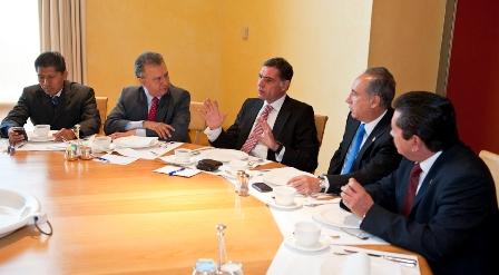 Diputados priistas con Cué Monteagudo