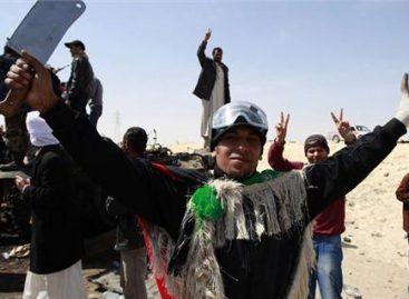 Rebeldes libios avanzan hacia el oeste después de tomar Adjabiya