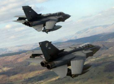 OTAN asume mando militar de invasión, británicos atacan Ejército Libio