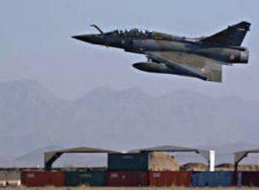 Toma el mando la OTAN contra Libia; potencias buscan armar a rebeldes