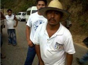 Gabriel y Huberto Hernández en bloqueo carretero en Loxicha, golpean y roban al periodista David García de Huatulco
