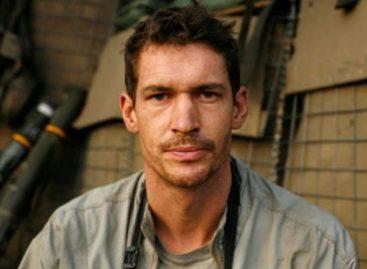 Mueren dos periodistas en Libia, el inglés Hetherington y el estadunidense Hondros