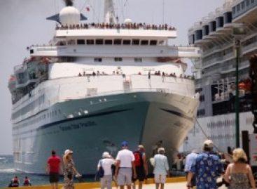 Primer crucero mexicano a la deriva en alta mar, frente a Huatulco