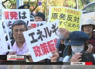 Miles marchan en Tokio, piden cierre de plantas nucleares