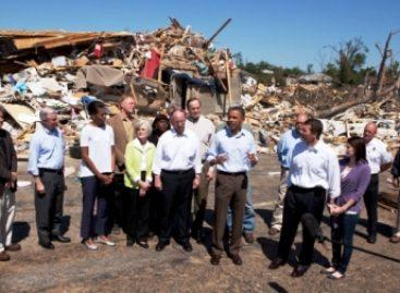 Suman 342 muertos por los tornados en EU, cifra sin precedente