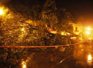 Causan daños intensa lluvia y fuertes vientos en la capital oaxaqueña