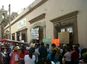 Desactivan toma de Secretaría de Salud, dialogan en Palacio; remueven directora de clínica