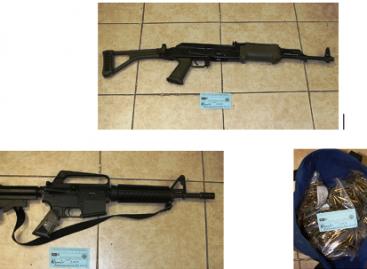 Presenta PGR fotografías de armas confiscadas a Hank Rhon
