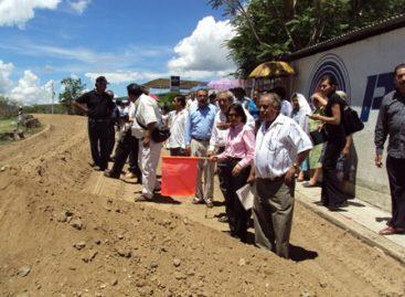 Pese a que recibe de la Federación solo 1.5 mdp al año, reconstruyen carretera de Rojas