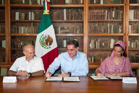 La firma se realizó en la Biblioteca Francisco de Burgoa