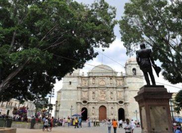 Reinstalan estatua del General Antonio de León en la Alameda, fue derribada por un laurel
