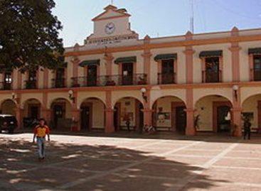 Exigen colonos renuncia de presidente municipal de Santa Lucía del Camino