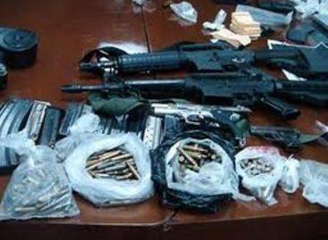 Aseguran droga, armas, cargadores, cartuchos y vehículos en Jalisco y Baja California
