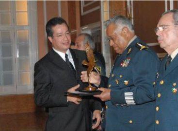 """Reciben Ejército y la Fuerza Aérea Mexicanos el Premio Humanidades """"Prima de Leyes Instituta"""""""