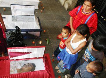 Reprime Gabino Cué a indígenas, bajo protección de la CIDH, por exponer frente a palacio de gobierno a 3 familiares asesinados