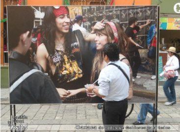"""Llevan exposición fotográfica """"Jóvenes en el Espejo"""" al Andador Turístico"""