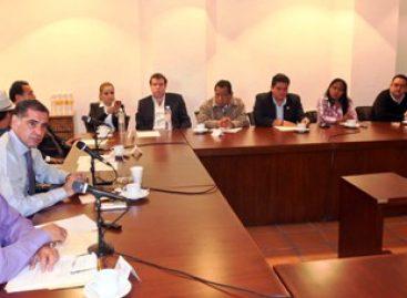 Aun sin título profesional funcionarios de Gabino Cué, que refrenda gobierno del cambio