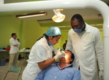 Inicia Jornada Médica Quijotes 2011; participan médicos de Texas; atienden a 500 personas en primer día