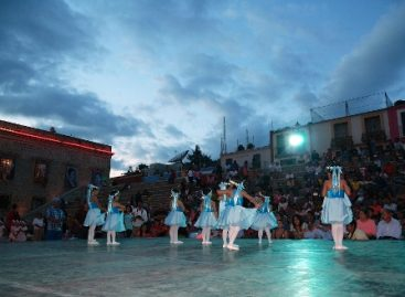 Deleita muestra dancística a público oaxaqueño en la Plaza de la Danza