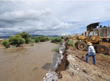 Suspenden circulación en pasos a desnivel por aumento de cauce del río Atoyac