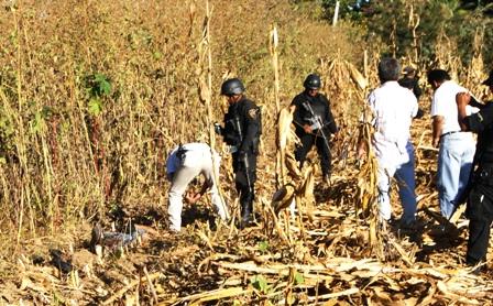 La balacera del sábado 13 de noviembre del 2011, dejó un saldo de dos personas muertas, un oficial de la Policía Preventiva estatal y un delincuente, que cayó abatido en un predio de sembradío