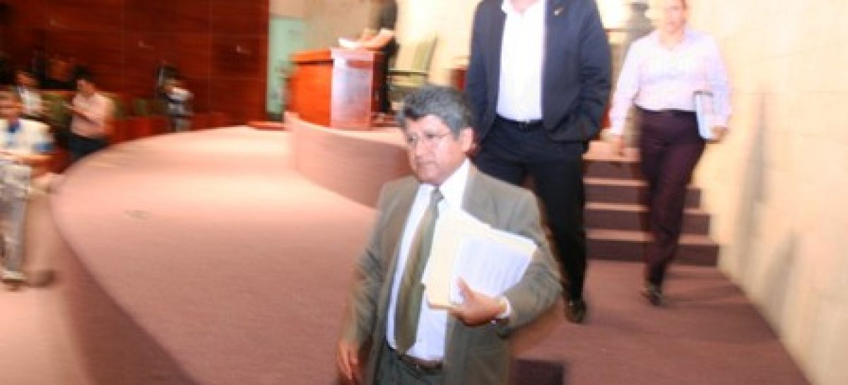 Fracasa diputado Martínez Neri, como presidente del pleno del Congreso