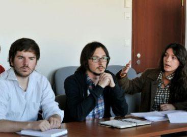 Estudiantes chilenos rechazan propuestas de Gobierno y oposición por precarias