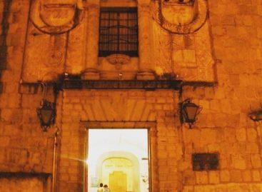 Toman Escuela de Bellas Artes de la UABJO, piden salida del director
