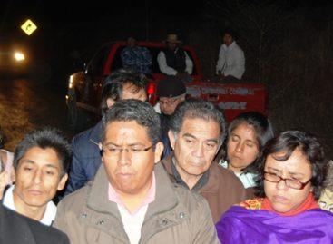 El gobierno Oaxaca cierra el paso a desplazados triquis, en su retorno a San Juan Copala