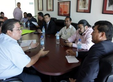 Legisladores de Oaxaca reciben a periodistas despidos del diario Despertar