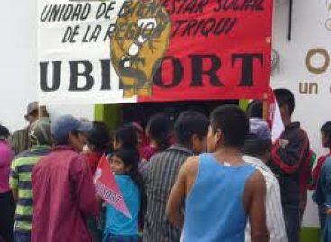 Inician mujeres indígenas triquis de UBISORT, huelga de hambre frente a palacio de gobierno