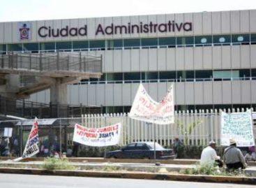Severo caos vial por bloqueo de cruceros en Oaxaca; toman habitantes de Teotilalpan Ciudad Administrativa