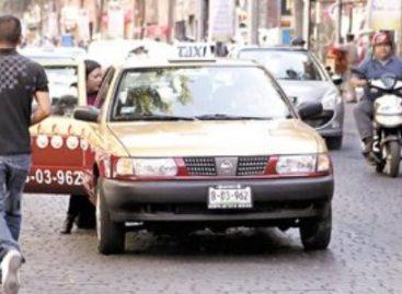 Cancelan concesiones de dos taxis por hechos delictivos, en el DF