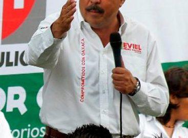 Listo Eviel Pérez Magaña para acudir al debate