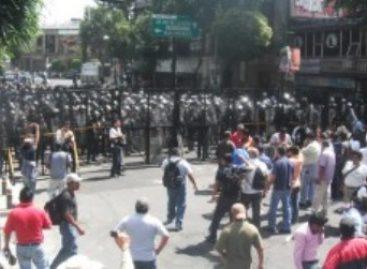 Siete maestros lesionados al ser reprimidos por granaderos en el DF