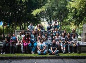 """Recorren jóvenes capitalinos las calles para captar las """"memorias de tu ciudad"""""""