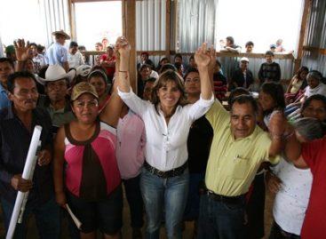 Liz Acosta se compromete a terminar de construir la capilla de la colonia Santo Tomás