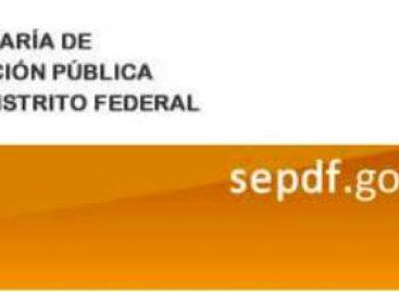 SEDF reconoce a maestros con 25 y 30 años de servicio