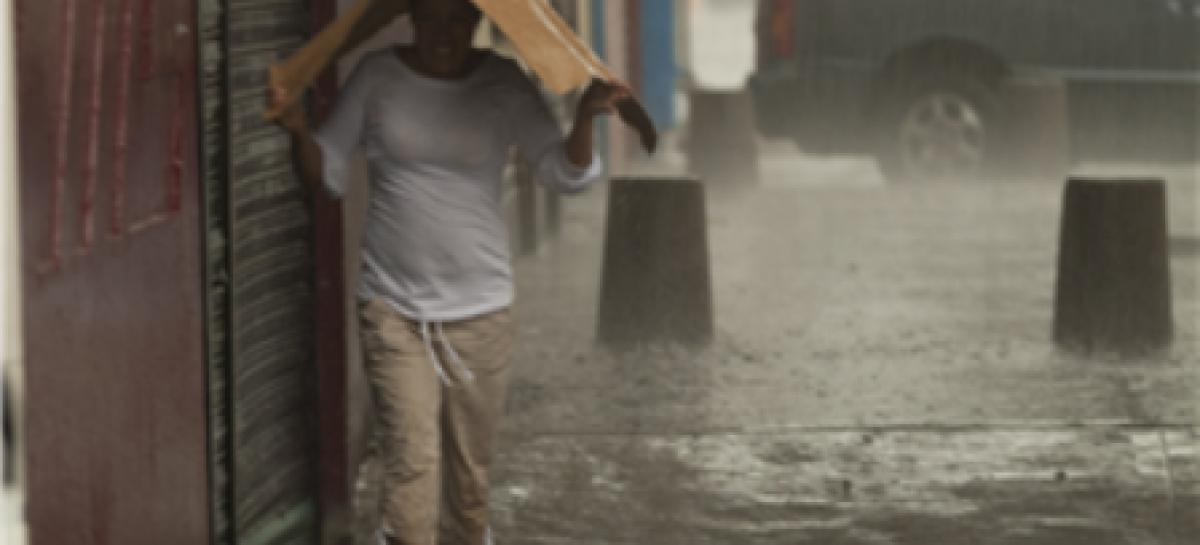 Reportan 64 encharcamientos por la intensa lluvia en el DF