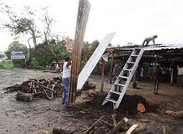 """Restablecen en Panixtlahuaca servicios básicos interrumpidos por efectos del Huracán """"Carlotta"""""""