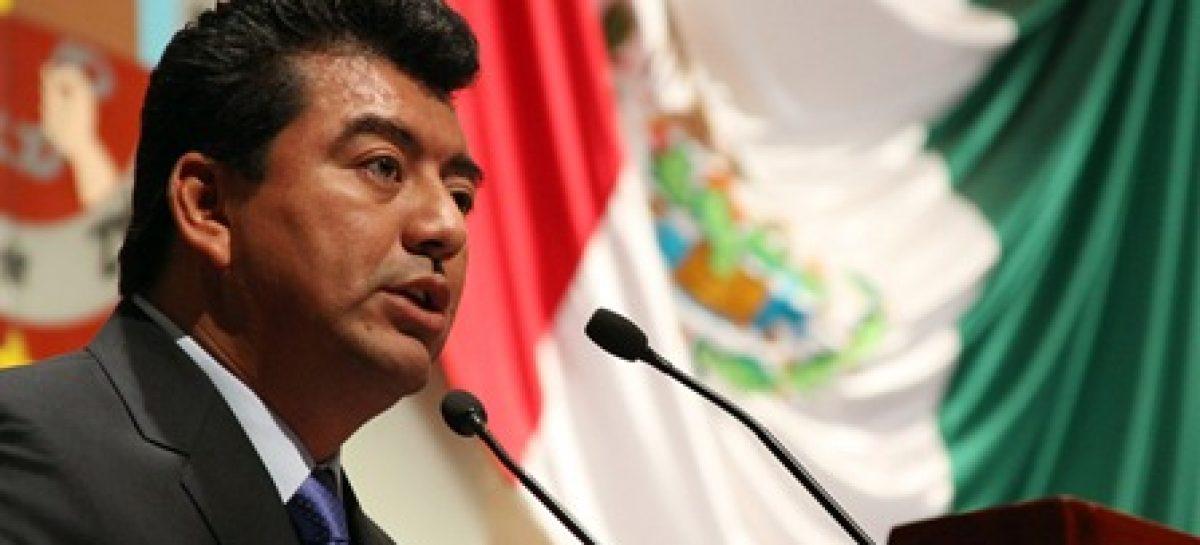 Reforma política, hasta que haya consensos; el Congreso no da albazos: Juan Mendoza