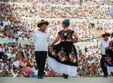Miles disfrutan de bailes, cantos y tradiciones, en la Octava de la Guelaguetza o Lunes de Cerro