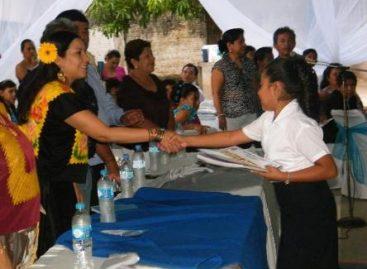 Hacer un Oaxaca más democrático, exhorta diputada Serrano a estudiantes
