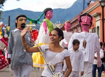 Debemos jóvenes perpetuar las Fiestas de la Guelaguetza: Acosta López