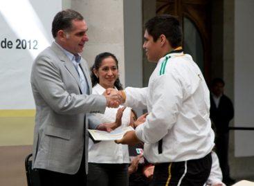Entrega Cué becas y reconocimientos a medallistas olímpicos y paralímpicos