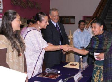 Reciben premio ganadores del 2° Concurso Nacional de Alfarería Vidriada Libre de Plomo