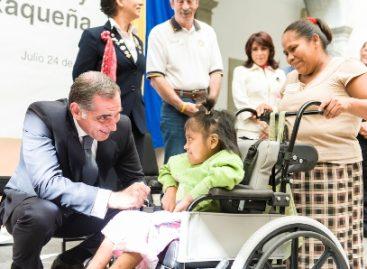 Entrega Cué 200 sillas de ruedas para bienestar de niños y adolescentes