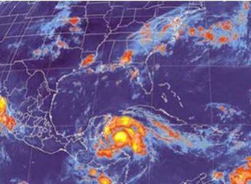 "Decretan alerta roja y naranja por huracán ""Ernesto"" en municipios de Quintana Roo; verde en Campeche"